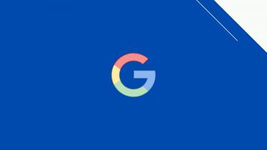 Google e-a-t nedir? öne çıkan görsel. Mavi arka planın önünde Google logosu yer alıyor